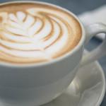 dessin de fleur dans le café