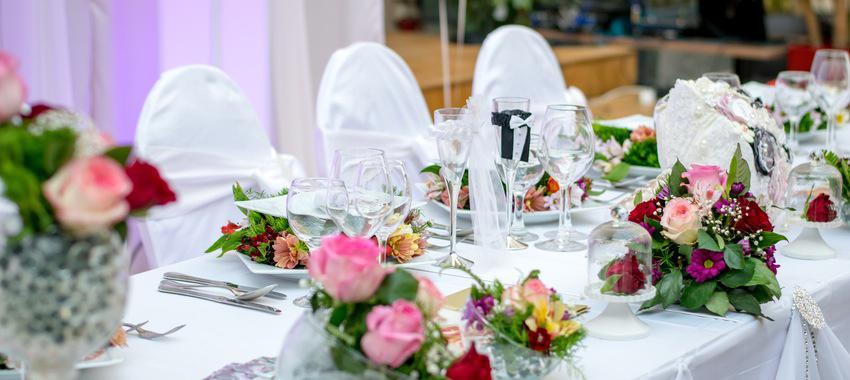Décorer une table pour une cérémonie ? Découvrez nos astuces
